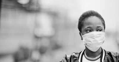Black woman wearing a surgical face mask during the COVID-19 pandemic